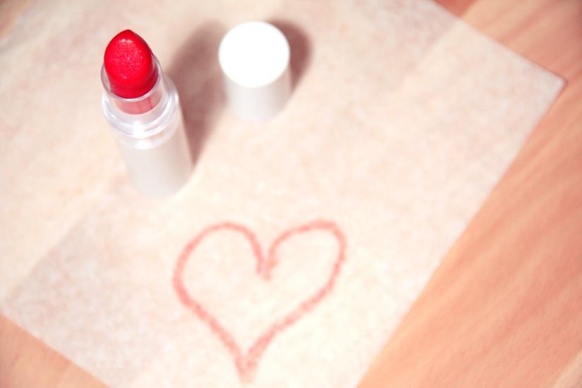 love-heart-makeup-beauty-large